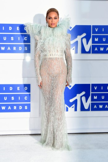 2016-end-of-the-year-style-awards-best-dressed-1