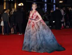 "Elizabeth Banks to re-wear the Elie Saab Couture gown first worn to the London premiere of ""The Hunger Games: Mockingjay Part 1"""
